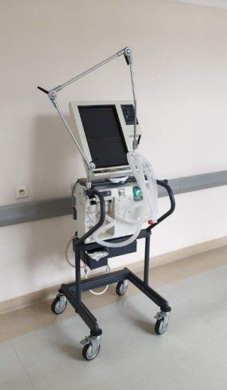Stowarzyszenie Przedsiębiorców Powiatu Poddębickiego zakupiło iprzekazało respirator dla szpitala wPoddębicach
